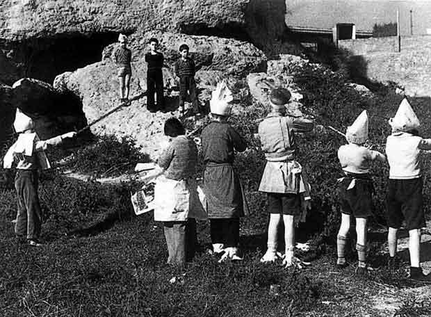 Centelles 1937 niños jugando a fusilar